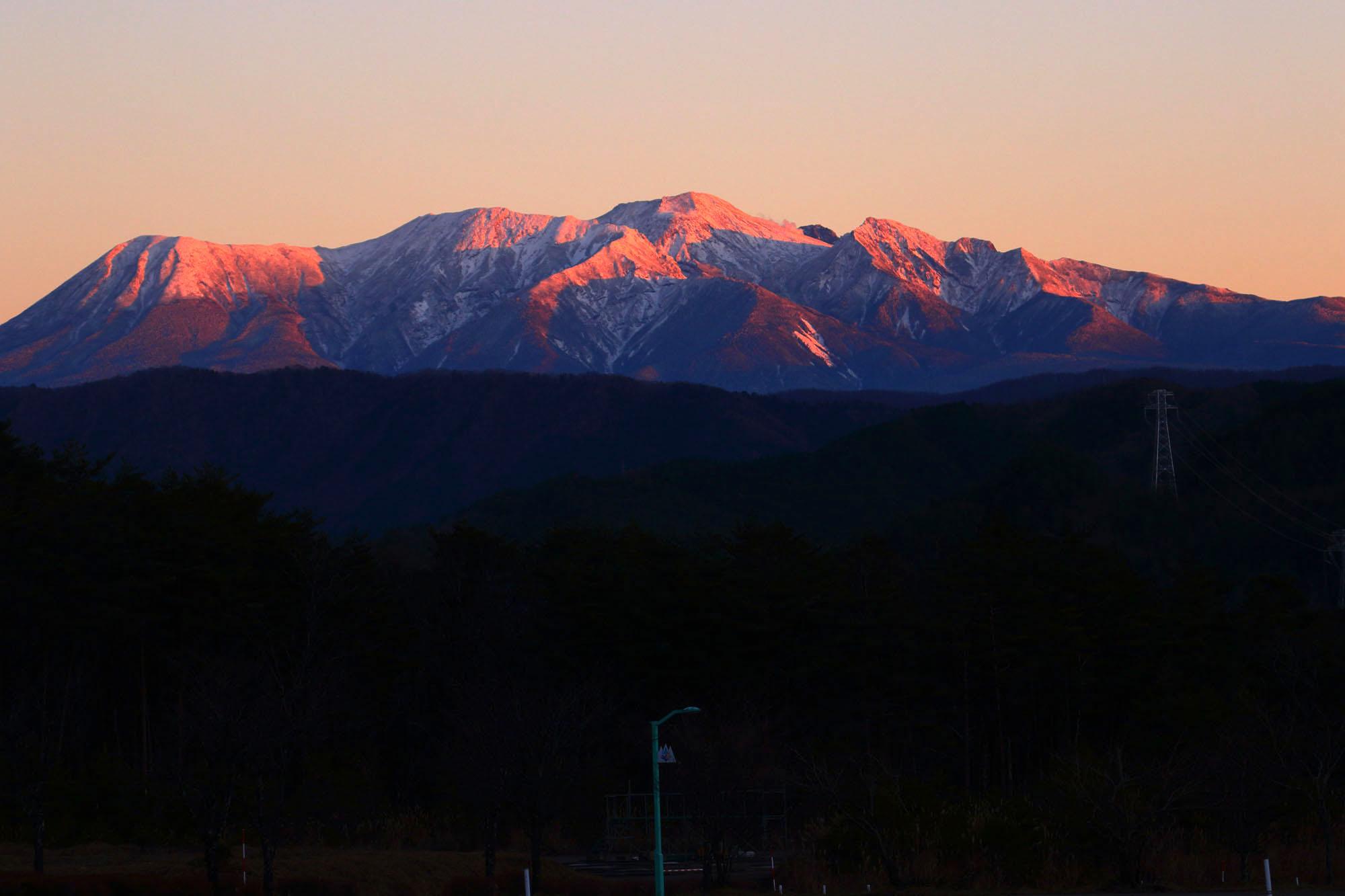 夕焼けに染まる御嶽山