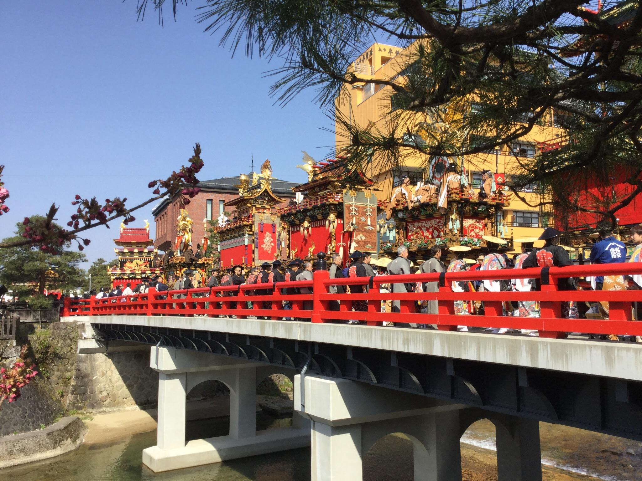 ユネスコ 屋台曳き回し 飛騨高山 中橋 赤 春祭り 秋祭り 高山祭